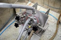 연결관을 통해 도금액을 손상부위에 공급하는 도금 반응 설비. [사진=한국원자력연구원 제공]