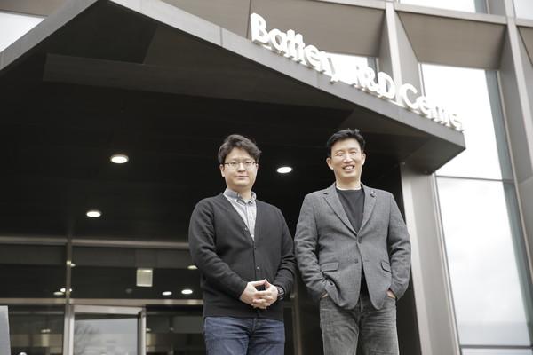 (왼쪽부터) 윤문수 UNIST 연구원, 조재필 교수. [사진=UNIST 제공]