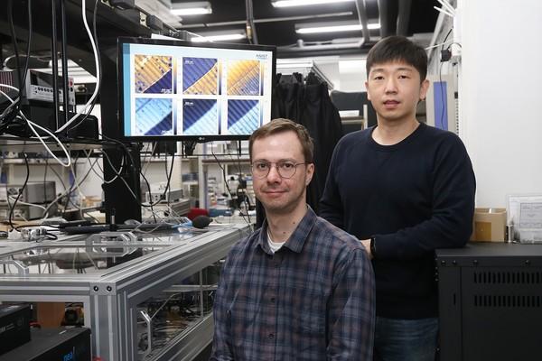 (왼쪽부터) 세르게이 KAIST 전기및전자공학부 박사, 장민석 교수. [사진=KAIST 제공]