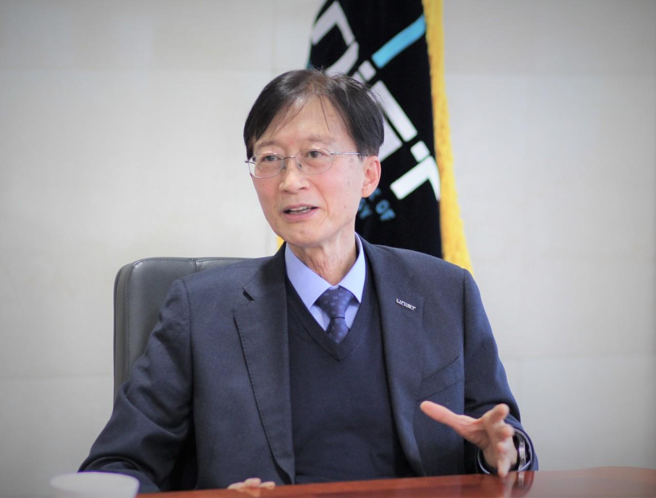 이용훈 UNIST(울산과학기술원) 총장은 대학 교육뿐만 아니라 지역 산업과 연계에도 힘쓰고 있다. [사진=김인한 기자]