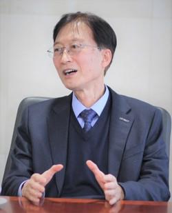 이용훈 UNIST(울산과학기술원) 총장은 학부생 교육강화가 필요하다고 했다. [사진=김인한 기자]
